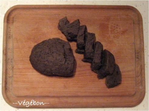 Rôti préparé avec 6 cuillères à soupe d'huile et coupé en tranches épaisses