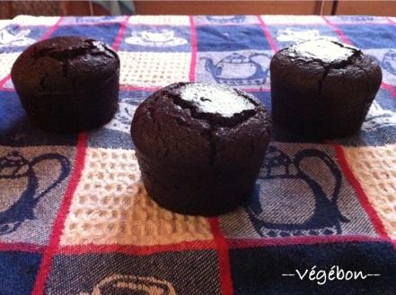 Gâteau sans gluten, avec huile de coco, coulé en moules à muffin