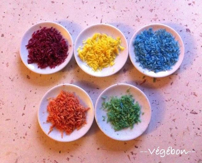 noix de coco rpe mlange aux colorants rose jaune bleu ou rosejaune ou jaunebleu puis sche - Colorant Alimentaire Naturel Bio